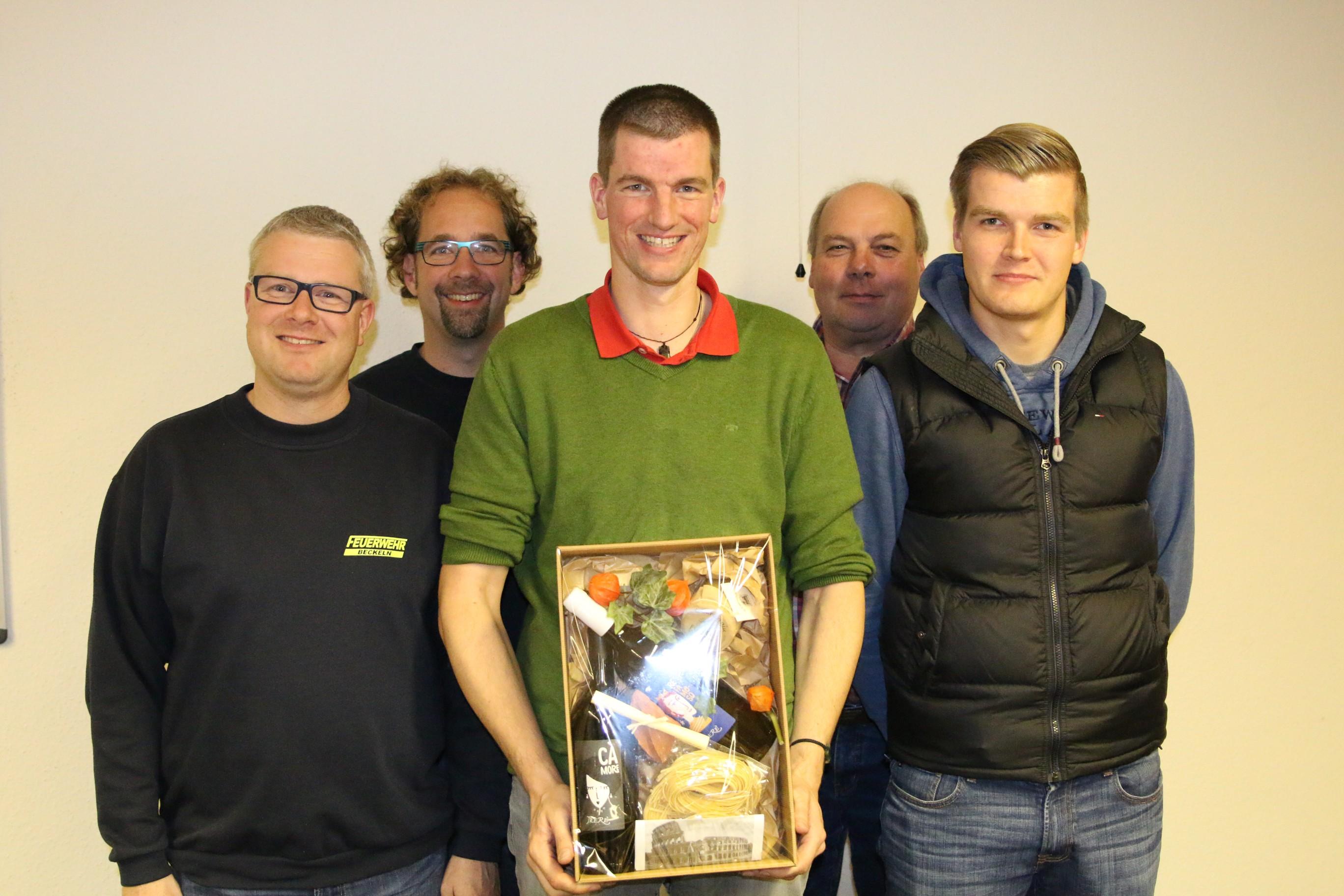 Nach den Wahlen von links: André Gerke, Hans-Ulrich Otto, Torsten Bahrs, Gemeindebrandmeister Günter Wachendorf und Jannis Kirchhoff.